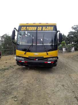 Vendo ómnibus color amarillo escolar