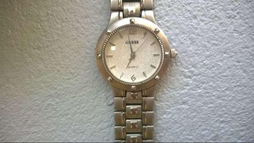 Reloj Guess Quartz Unisex
