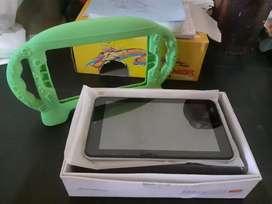 Vendo tablet con forro y cargador incluido