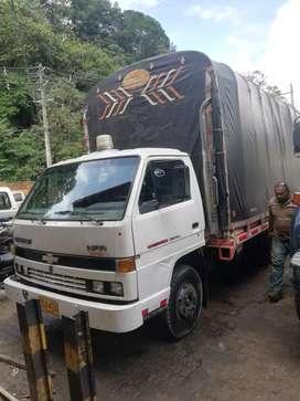 Camión npr estacas