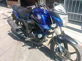 vendo ganga Hermosa moto HONDA INVITA 150CC
