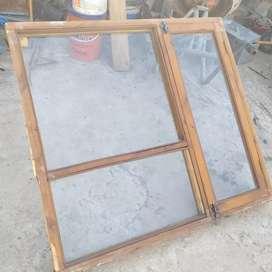 Ventana madera  con vidrios 1.20 x 1.10