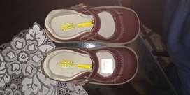 Vendo zapatos escolares vino-tinto  (para niña) talla 27