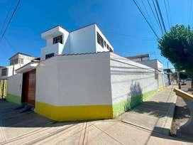 Casa de 3 pisos en esquina residencial