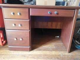 Hermoso escritorio como nuevo