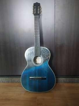 Se vende guitarra acústica en excelente estado