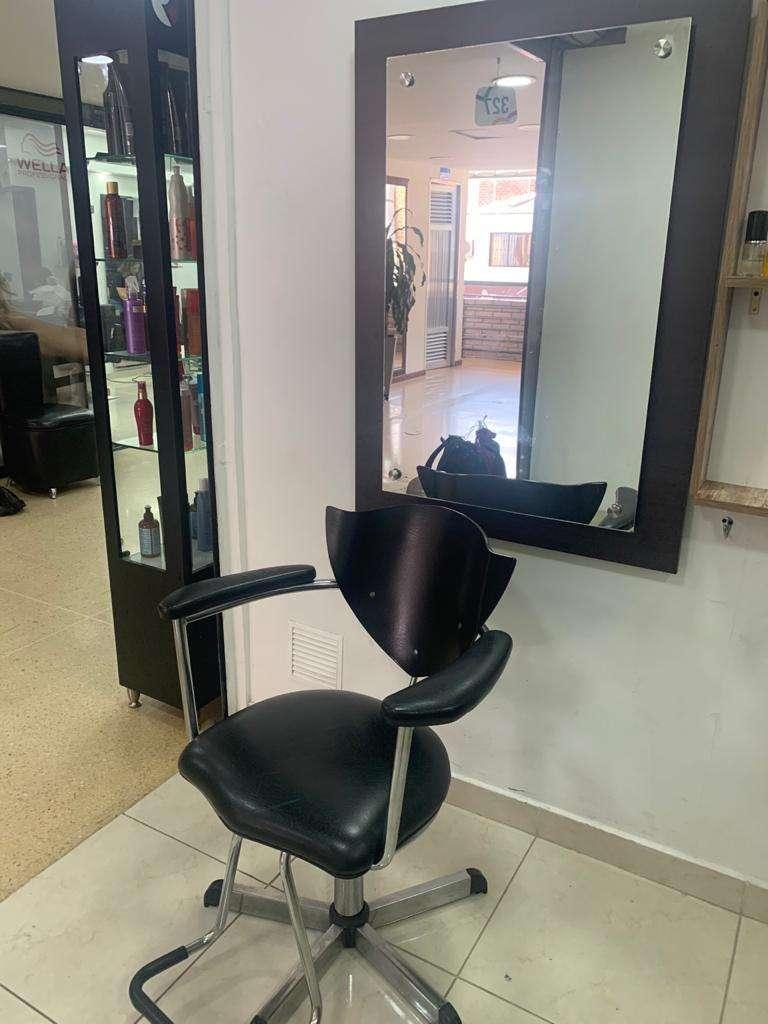 Se vende estanteria para peluqueria 0