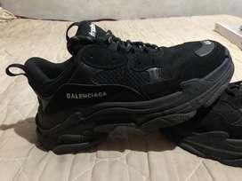 Balenciaga talla 44 negros