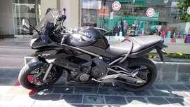 Moto kawasaki Ninja 650r 2009 impecable, nada para hacerle, Cubiertas Michelín, única mano, recibo autoo o  enduro.