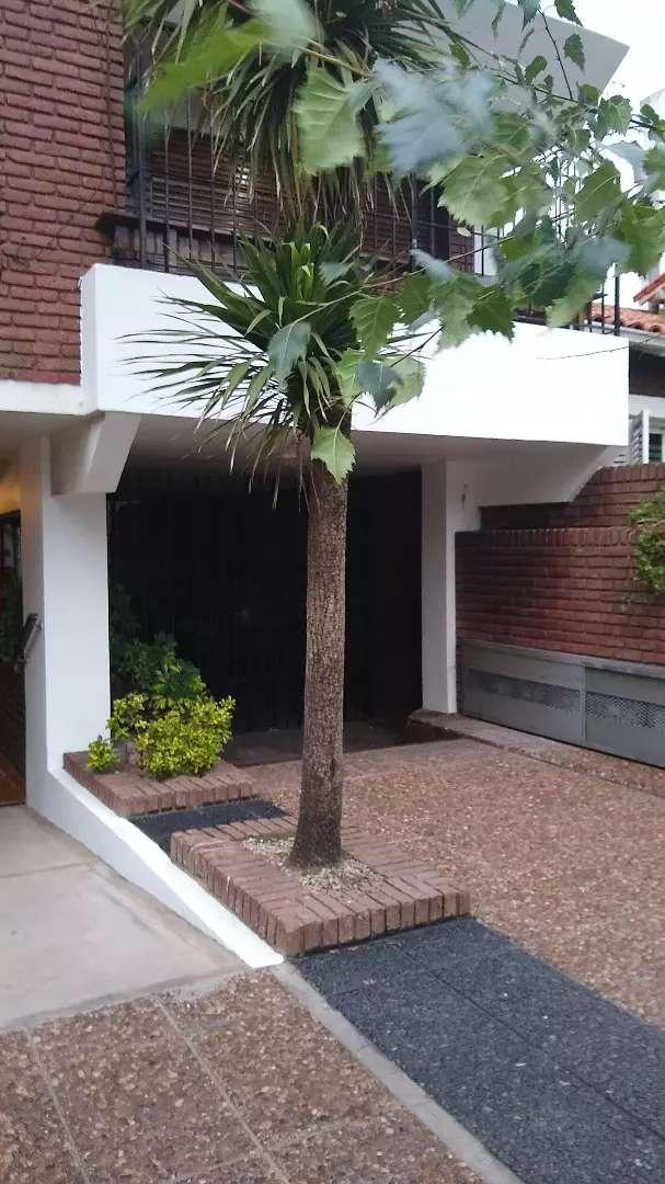 AAlquilo cochera privada con entrada individual en edificio . 0