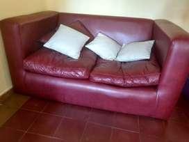 Sofá con almohadas