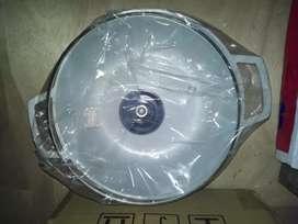 Olla marca Imusa con tapa de vidrio color gris