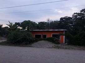 Se vende casa esquinera en el barrio Jaime Hurtado allí da la vuelta el bus tiene 4 cuartos 1 baño adentro