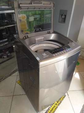 Lavadora digital Electrolux 30 libras usada en muy buen estado
