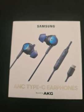 Audifonos AKG tipo C con bloqueador de ruidos