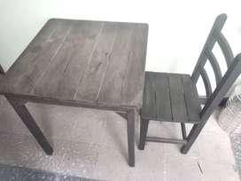 mesas, sillas, refrigerador, enseres para negocio