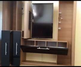 Rack multiuso para TV con estantes y cajones
