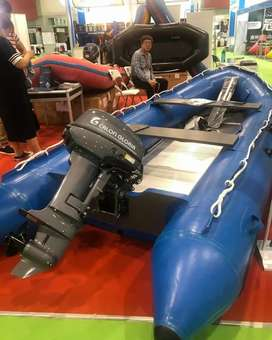 Bote inflable y motor fuera borda