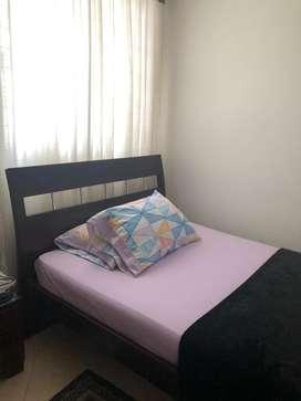 Se vende cama semidoble con colchón