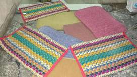 alfombra costado de cama
