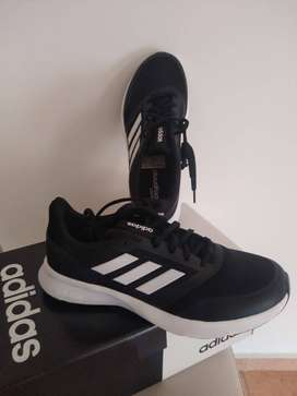 Zapatillas ADIDAS Nova Flow.