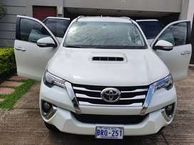Fortuner Full Limited Cuero en perfecto estado