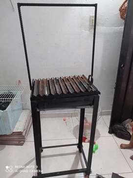 Se vende mesa acero inoxidable con estructura metalica