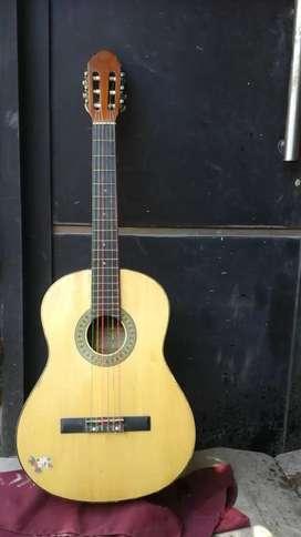 Guitarra criolla usada