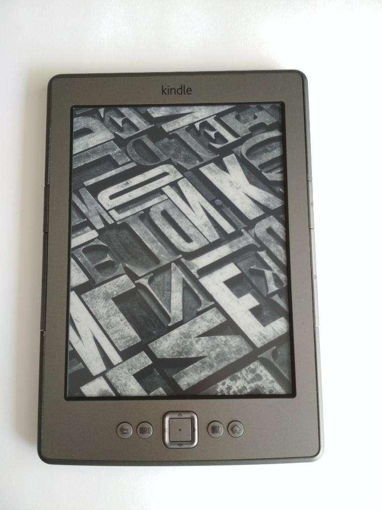 Kindle 4 con Funda Original en Cuero con luz integrada 0