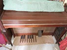 Órgano doble teclado. PRECIO CHARLABLE