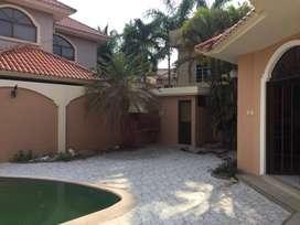 Alquilo Casa en Samborondón 4 Habitaciones con Piscina.