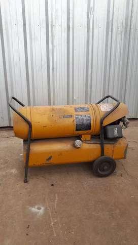 Vendo Cañón caloventor a combustible para reparar