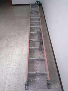 Escalera de 24 peldaños / 7 metros