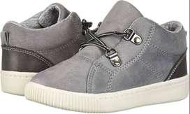 Zapatos Carters Talla 12(30) NUEVO