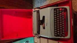 Maquina De Escribir Olivetti Studio 44 con estuche original manua
