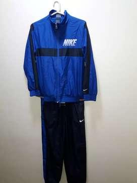 Vendo conjunto NIKE - Campera y pantalón original. Talle 12-13 años