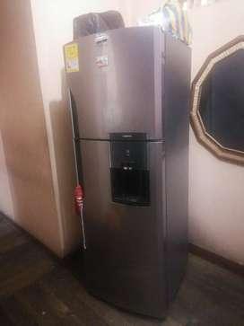 Vendo refrigeradora mabe  seminueva. 8 meses de uso. La vendo x motivo de viaje