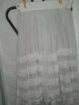 Pollera tul blanca con alforzas baile  usada en teatro
