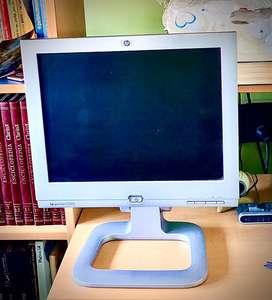 Súper pack y combo informático + monitor HP regulable en altura Retro líquido  a $1500