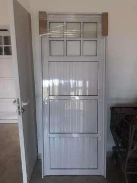 Puertas nuevas de aluminio