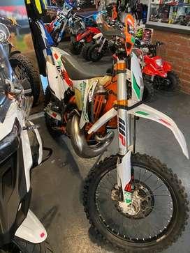 Flamante KTM 300 six days 2015