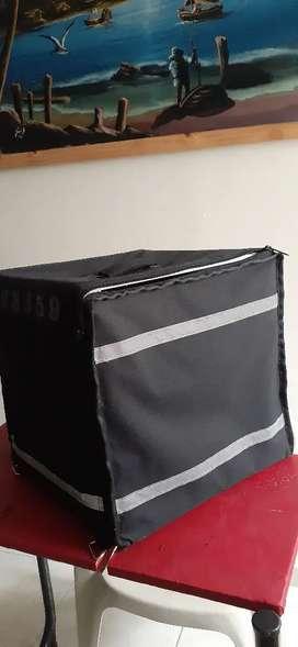 Se vende maleta o mochila para que puedas empacar y transportar tud domicilios.