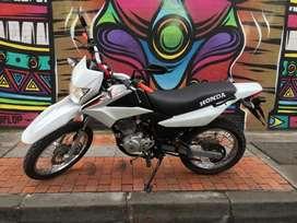 Se vende moto honda XR150L 2018