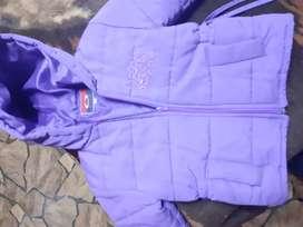 Campera violeta impecable