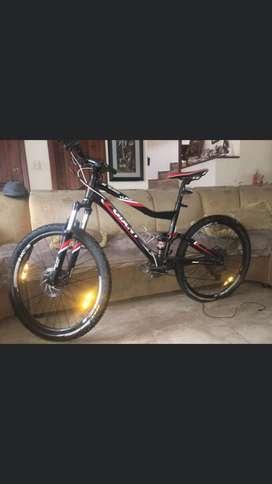 Se vende bicicleta de cross country doble rin 26