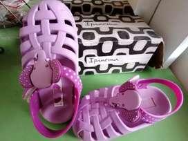 Vendo sandalias para niña talla 22