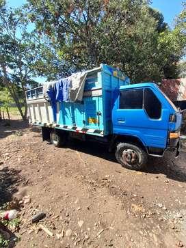 Camión Toyota dina con motor mitsubishi 4d 32
