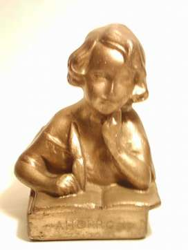 Alcancía o Hucha antigua con figura de niña escribiendo