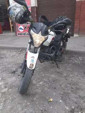 Bonita moto Evo r3 150