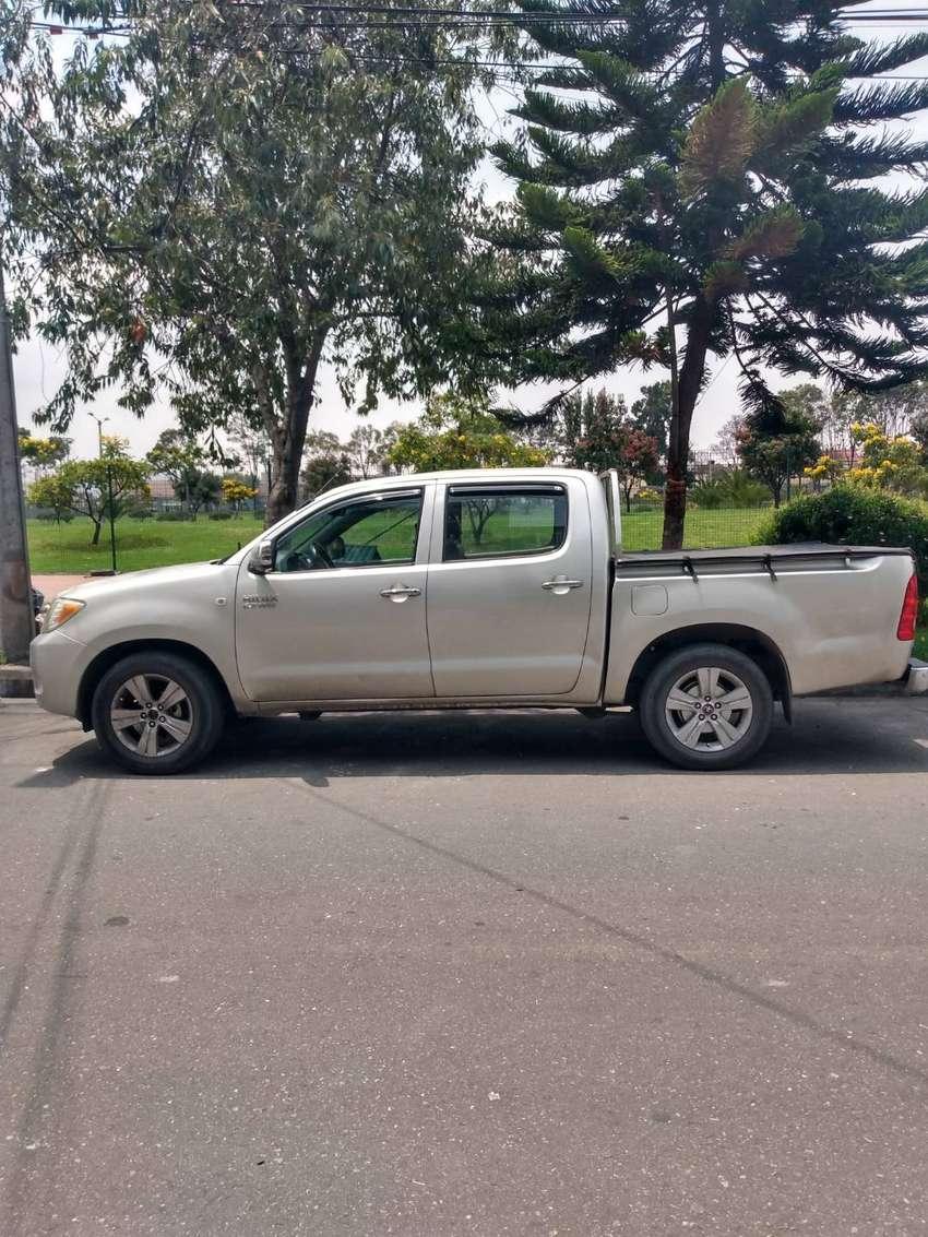 Toyota Hilux 2700 a gasolina 4x2 0